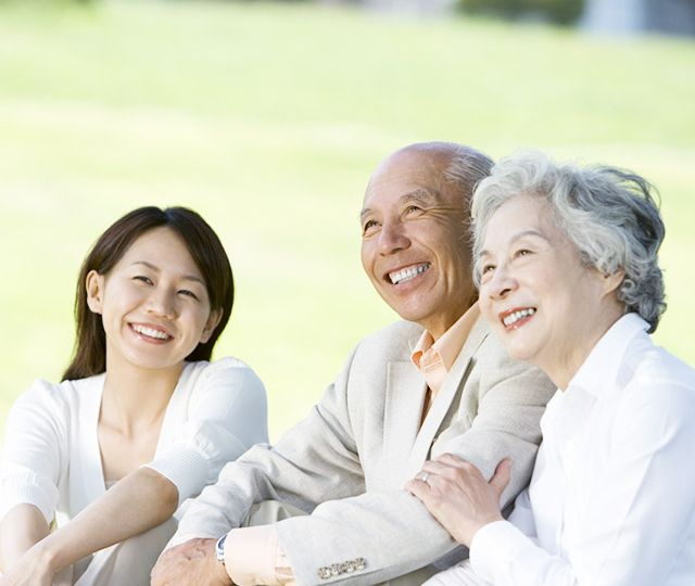 happy_japanese_clients_caregiver-640x640